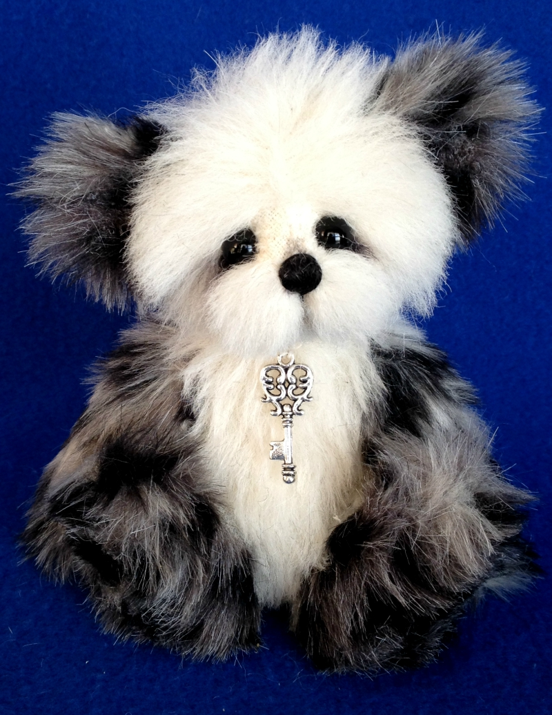 "Snuggles - 7"" one of a kind artist teddy bear: www.TeddiesbyLauraLynn.com"